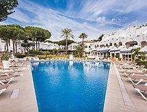 La Reserva de Marbella mit einem Indoor-Pool und Mikrowelle