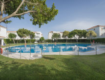 Sevillana con terraza y piscina para niños