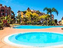 La Quinta Parque Sörf yaparken ve ile Teraslı