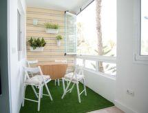 Aloe Beach Apartment con prohibición de fumar y microondas