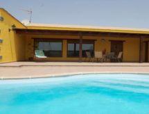 Villa Los Morritos med terrasse og tv