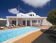 Playa Blanca - Vakantiehuis 3 Bedroom Villa, private Pool.