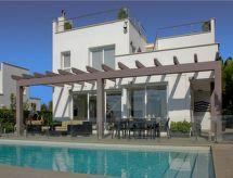 Villa Brisas mit Pool und Fernseher