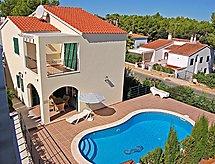 Villas Cala Galdana V4D AC 01 mit Fernseher und Ofen