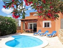 Ferienhaus mit Pool (LAR135)