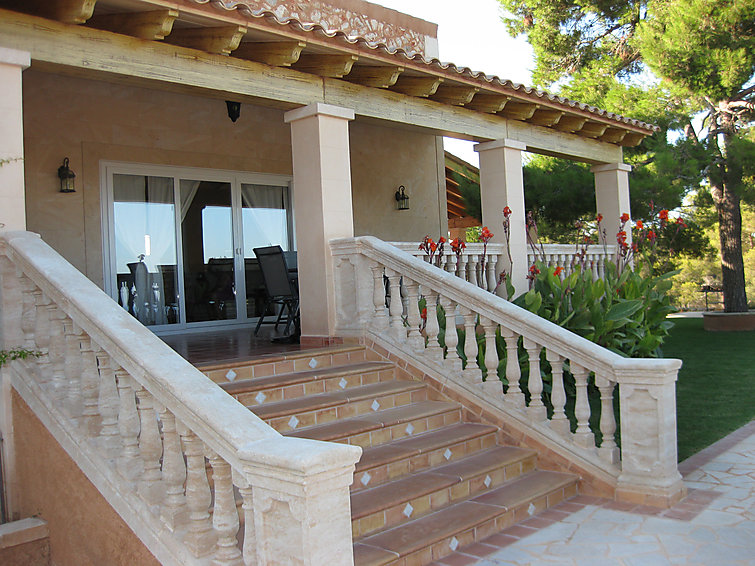 Spacious detached villa Sa Marina (8p) with private swimmingpool at Mallorca (I-607)