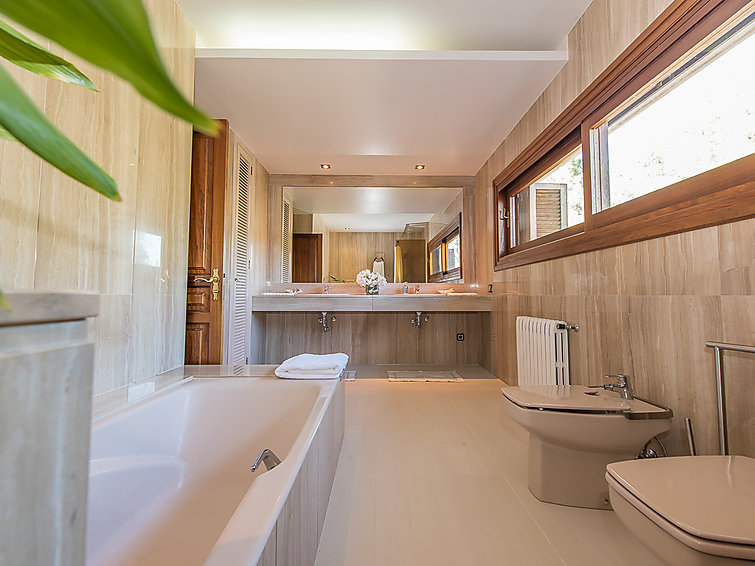 Cozy decorated villa Son Estaras (8p) with fireplace and swimmingpool at Mallorca (ES8346.103.1)