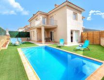 Calonge - Vacation House Cama