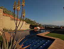 Villa Byron met tv en surfplaatsen