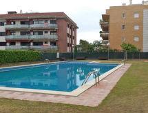 Castell con piscina para niños y horno