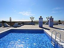 Edificio Sol Naciente mit einem Pool für Kinder und Mikrowelle