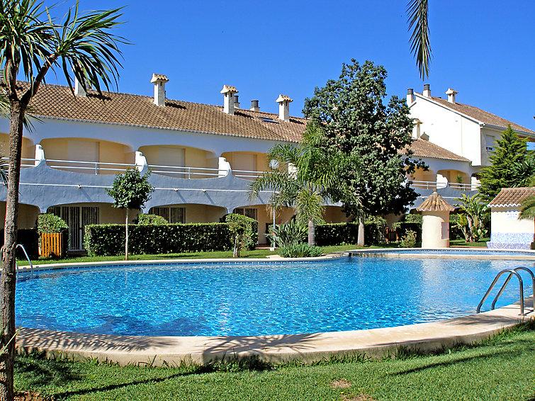 Дом Urb La Esmeralda с автомобильной стоянкой и камином
