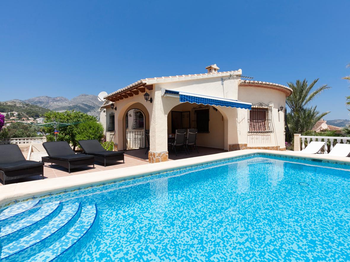 Casa de vacaciones buena gente in d nia espa a for Casas con piscinas fotos