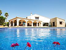 L'Alberca con piscina und lavatrice