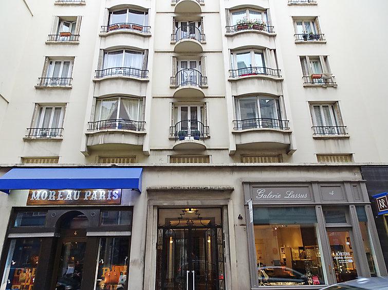 Lgenheter paris concrete flat by rodolphe parente for Flat hotel paris