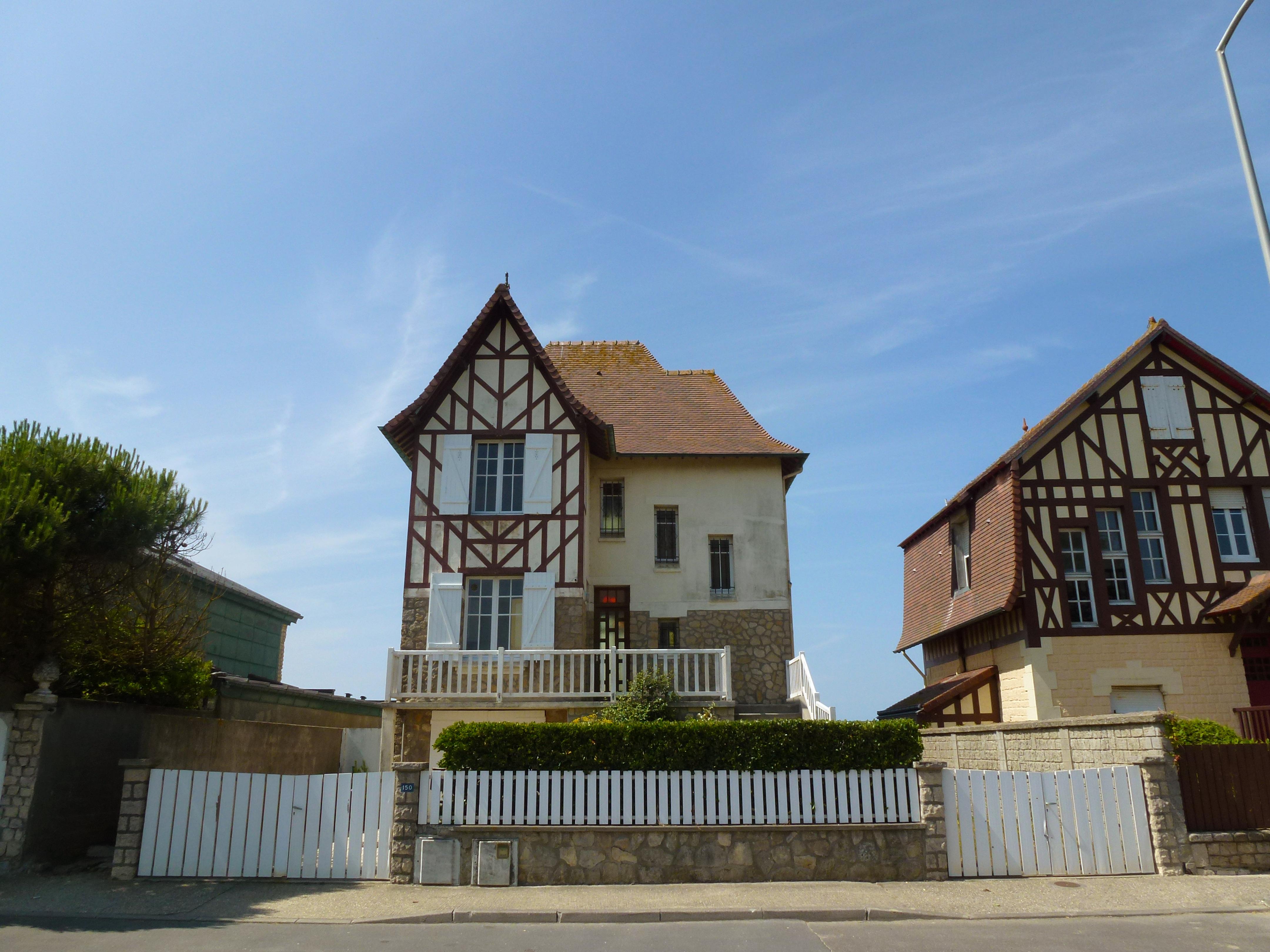 ferienhaus villa les mauves in blonville sur mer. Black Bedroom Furniture Sets. Home Design Ideas