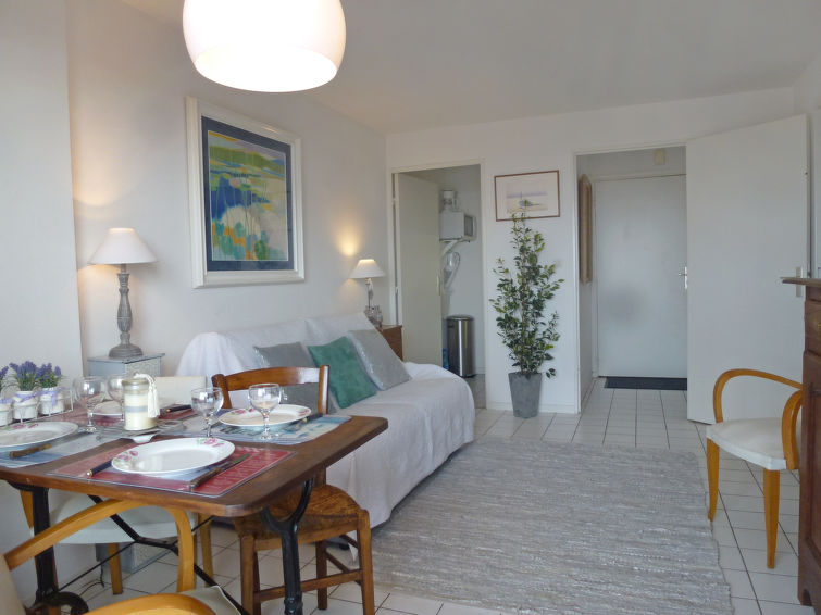 Apartment LAmiral In Deauville Trouville FR18041011