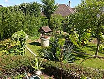 Jean Prad küvetli Evi ve ile Bahçe