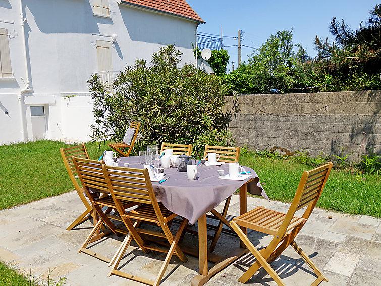 Ferie hjem Villa du Lizeau med tv og surfing steder
