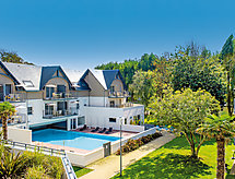 Les Jardins d'Arvor med pool og tv