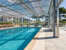 L'estuaire con piscina cubierta y piscina