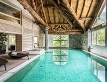 ère con piscina cubierta y recepcion