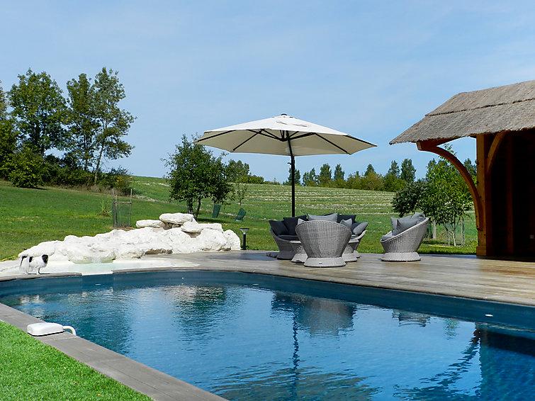 luxury self catered chalet moulin de rabine villeneuve sur lot j2ski. Black Bedroom Furniture Sets. Home Design Ideas