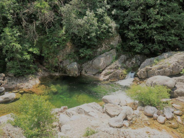 Au petit ruisseau