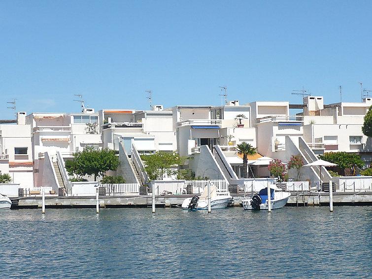 self catered apartment marinas d 39 ulysse ii port. Black Bedroom Furniture Sets. Home Design Ideas