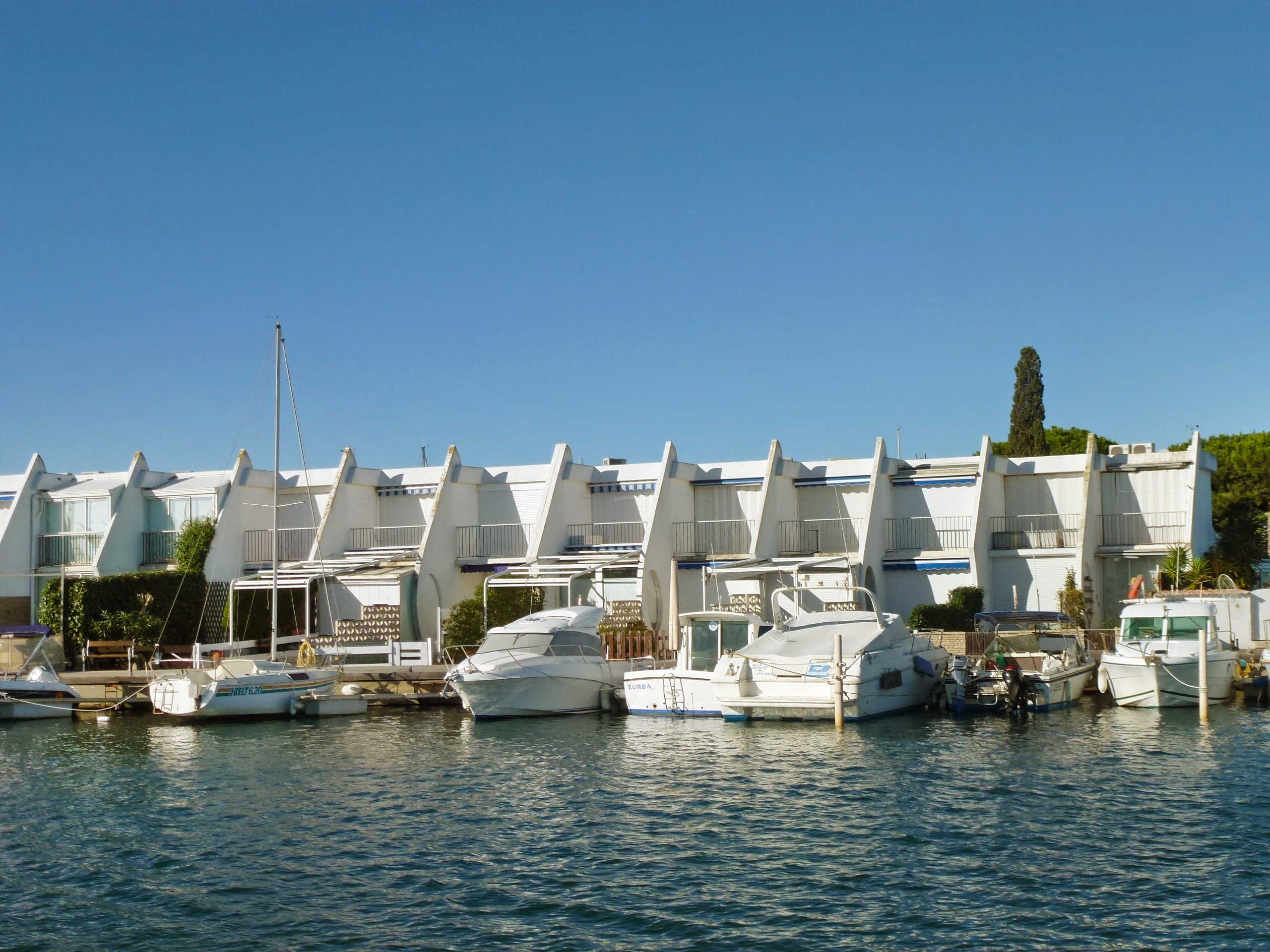 holiday house marinas les nautiles in port camargue. Black Bedroom Furniture Sets. Home Design Ideas