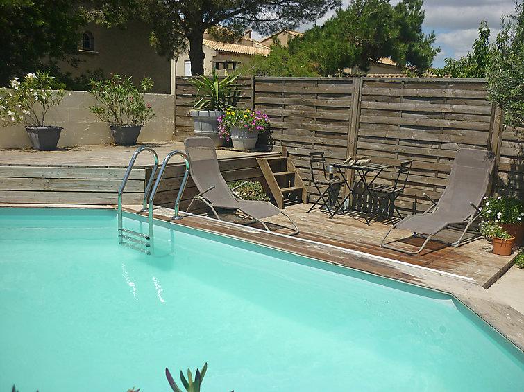 luxury self catered chalet villa bosquet cap d 39 agde j2ski. Black Bedroom Furniture Sets. Home Design Ideas