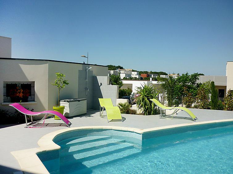 luxury self catered chalet villa du capiscol cap d 39 agde j2ski. Black Bedroom Furniture Sets. Home Design Ideas