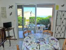 Saint Pierre La Mer - Holiday House Les Cistes Roses