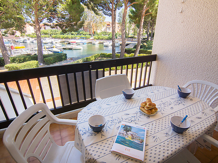 Saint Cyprien accommodation villas for rent in Saint Cyprien apartments to rent in Saint Cyprien holiday homes to rent in Saint Cyprien