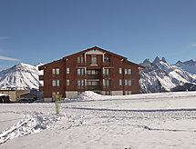 Les Mousquetons mit Skigebiet in der nähe und Parking