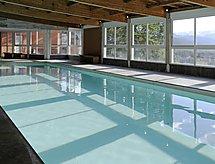Chateau Des Magnans mit einem Indoor-Pool und Balkon
