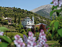 Chateau Des Magnans cpiscina riscaldata und per il golf