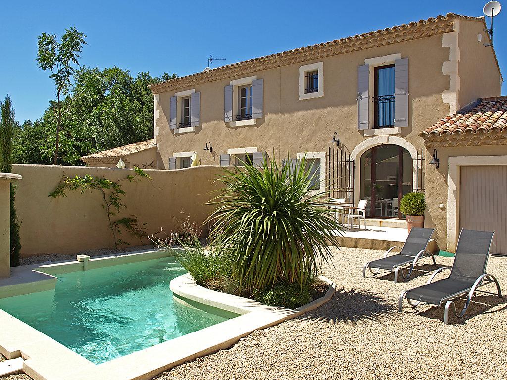 Maison de vacances buis bouches du rh ne int rieur for Camping saint remy de provence avec piscine