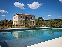 La Bastide de la Jacine med tv og terrasse