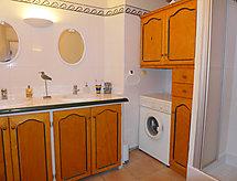 FR8330.405.1 mit Dusche und Waschmaschine