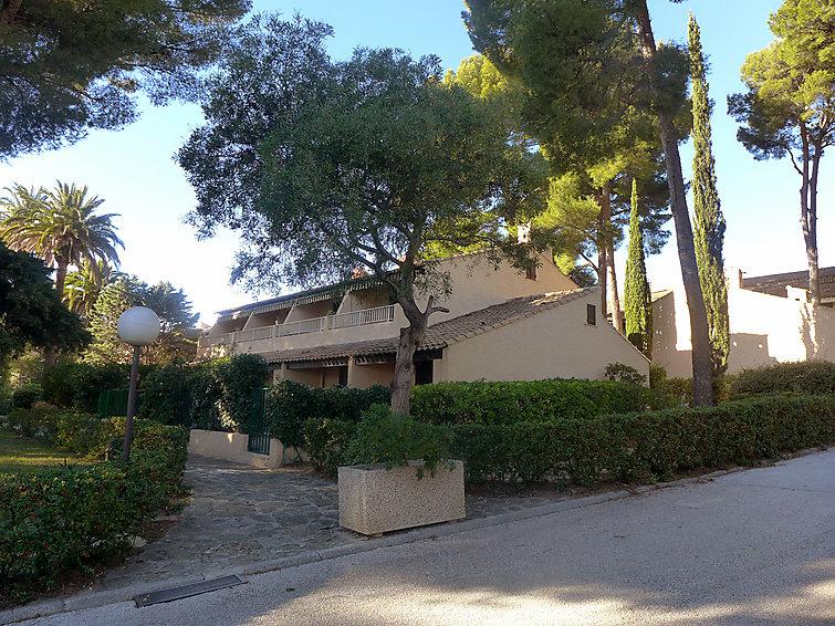 Self catered apartment les jardins de la mer fr8342 for Le jardin de la france