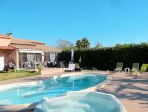 Ferienhaus mit Pool (HYE180)