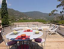 égre : Domaine de la Pinède con balcón y para montar