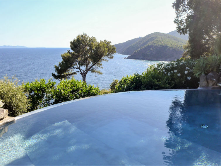 Le Cabanon Accommodation in Cavalaire