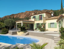 Ferienhaus mit Pool (AGY110)