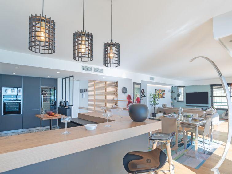 New Beach Apartment in Menton