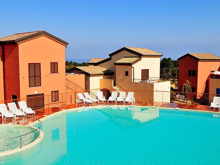 Apartamento de vacaciones Les terrasses de Lozari con piscina y tv