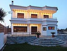 Acharavi Villa con terraza y baño