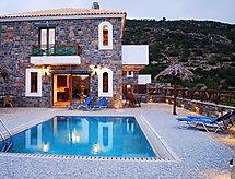 Villa Rafaela babaágyon és káddal