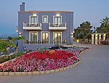 Carme Villa Arche med balkon og parkering